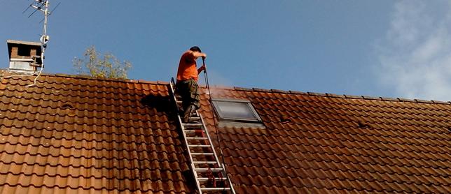 travaux de traitement du toit contre l'humidité